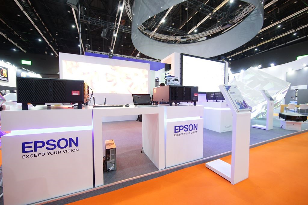 Hoàng Trần đang sở hữu hệ thống máy chiếu cường độ sáng cao 15,000 Ansi Lumens