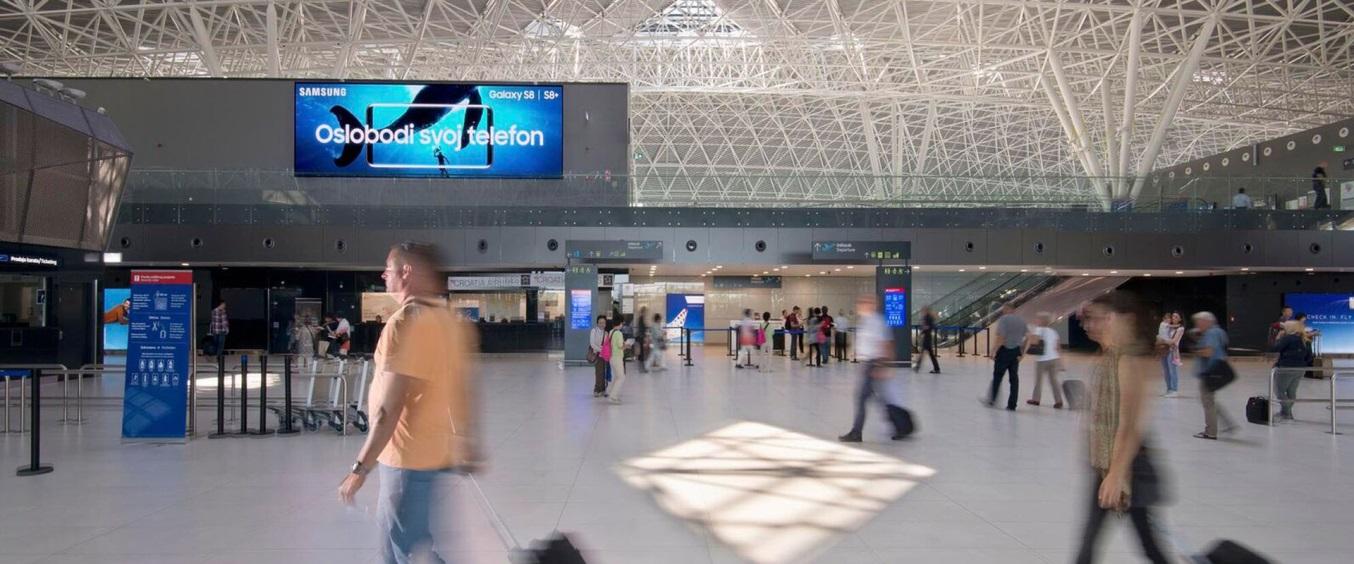 Màn hình quảng cáo led tại sân bay